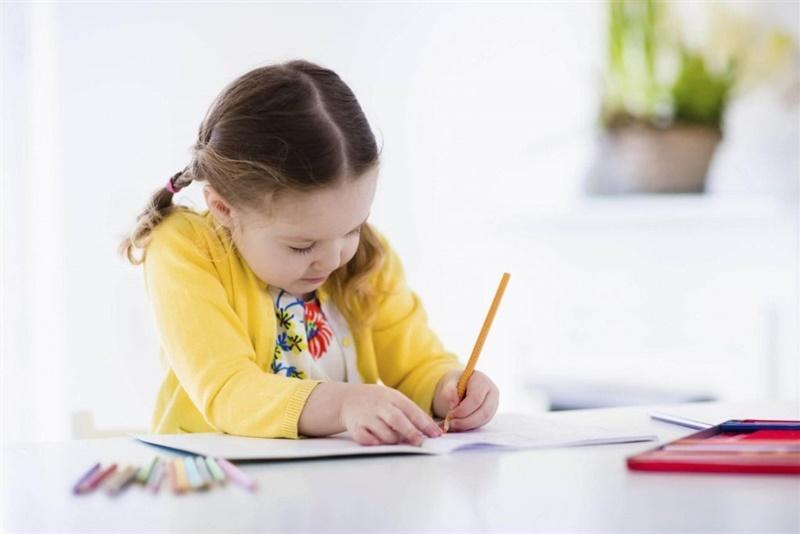 Dijete piše  ilustracija