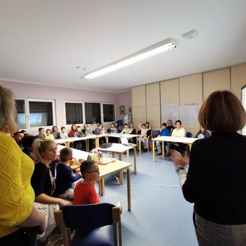 Druženje djece, roditelja, učiteljica i odgojiteljica